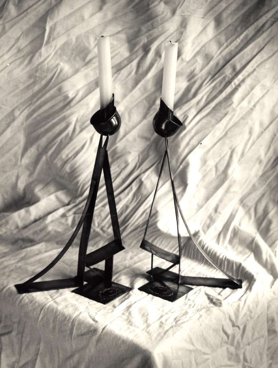 TRIANGLE CANDLESTICKS