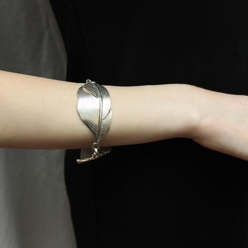 Double Feathers Bracelet